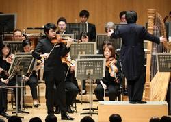 日本音楽コンクール受賞者発表会でバイオリンを演奏する東亮太さん(2020年2月26日撮影) 吉田航太撮影
