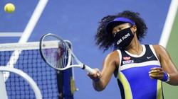 全米オープンテニスで勝ち上がる大坂なおみ選手。マスクには、警官による暴力の犠牲となった黒人男性の名前が書かれている=2020年9月8日、AP