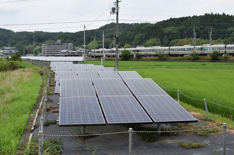 太陽光発電パネルのペースト材に銀が用いられている