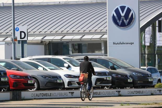 独フォルクスワーゲンの排ガス不正がプラチナ価格の下落を招いた(Bloomberg)