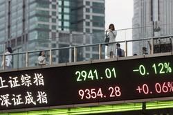 株価は上昇したが、長期投資が根付くには解決すべき課題も……(上海の株価ボード)(Bloomberg)