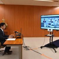テレビ会議で東京電力福島第1原発から発生する汚染処理水の取り扱いについて意見を述べる大井川和彦知事=茨城県庁で