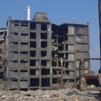 3階と4階の間のはりが一部崩落した「30号棟」=長崎市提供