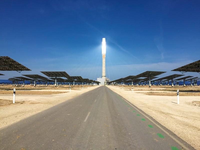 アンダルシア州の大型太太陽熱発電所 筆者撮影