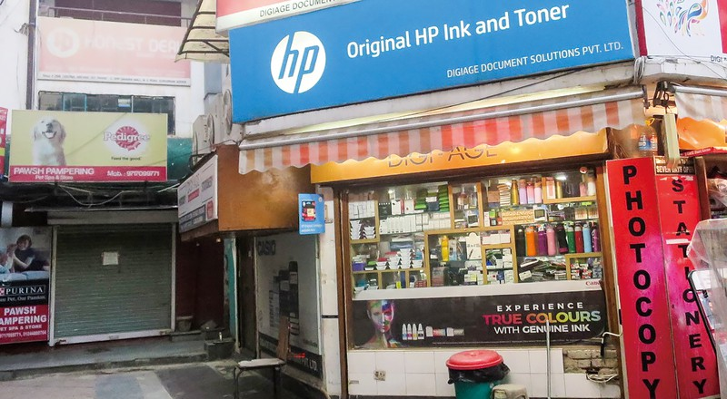 個人の印刷物のコピーも手掛ける街の文房具店(インド北部・グルガオン) NNA