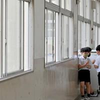 換気のため開けたままにされている廊下の窓=大阪市浪速区で2020年9月9日、山田尚弘撮影