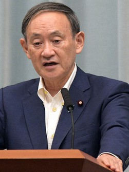 Chief Cabinet Secretary Yoshihide Suga gives a press conference at the prime minister's office on Sept. 7, 2020. (Mainichi/Kan Takeuchi)