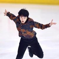 フィギュアスケート「ドリーム・オン・アイス」でSPを披露する鍵山優真=横浜市のコーセー新横浜スケートセンターで2020年9月12日(代表撮影)