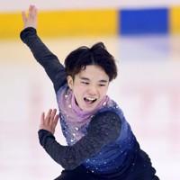 フィギュアスケート「ドリーム・オン・アイス」でSPを披露する友野一希=横浜市のコーセー新横浜スケートセンターで2020年9月12日(代表撮影)