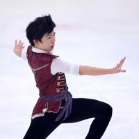フィギュアスケート「ドリーム・オン・アイス」でSPを披露する佐藤駿=横浜市のコーセー新横浜スケートセンターで2020年9月12日(代表撮影)