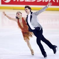 フィギュアスケート「ドリーム・オン・アイス」でリズムダンスを披露する小松原美里、ティム・コレト組=横浜市のコーセー新横浜スケートセンターで2020年9月12日(代表撮影)