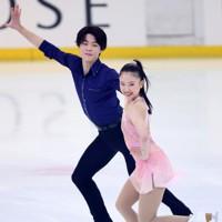 フィギュアスケート「ドリーム・オン・アイス」でリズムダンスを披露する吉田唄菜、西山真瑚組=横浜市のコーセー新横浜スケートセンターで2020年9月12日(代表撮影)