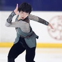 フィギュアスケート「ドリーム・オン・アイス」でフリーを披露する鍵山優真=横浜市のコーセー新横浜スケートセンターで2020年9月13日(代表撮影)