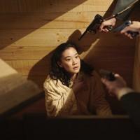映画「スパイの妻」の一場面。聡子(蒼井優) (C)2020 NHK, NEP, Incline, C&I