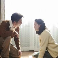 映画「スパイの妻」の一場面。聡子(蒼井優、右)と夫の優作(高橋一生) (C)2020 NHK, NEP, Incline, C&I