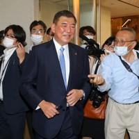 自民党総裁選を終え、記者の質問に答える石破茂元幹事長=東京都内のホテルで2020年9月14日午後4時21分、長谷川直亮撮影