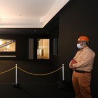 報道陣に公開された熊本城大天守の内部。奥は小天守=熊本市中央区で2020年9月14日午後0時36分、矢頭智剛撮影