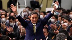 自民党の新総裁に決まり、拍手に応える菅義偉氏=東京都内のホテルで2020年9月14日、宮武祐希撮影