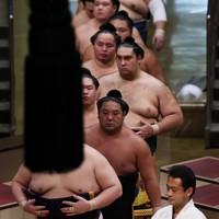 土俵入りする力士たち=東京・両国国技館で2020年9月15日、吉田航太撮影