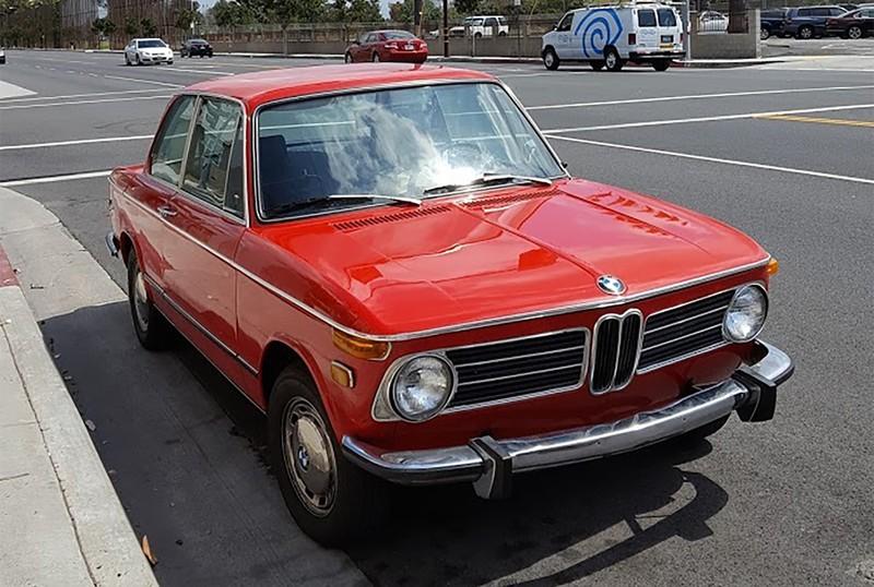 27年乗り継いでいる1973年モデルのBMW2002(撮影:土方細秩子)