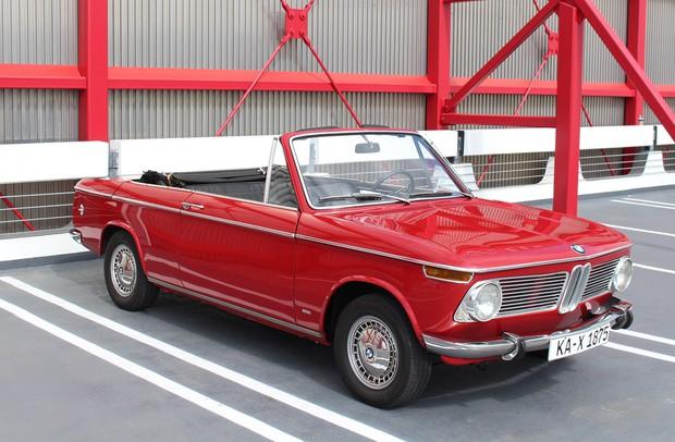 マットさんの父デビッドさんが所有する1969年モデルのBMW1602カブリオレ