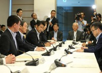 Chief Cabinet Secretary Yoshihide Suga, second from left, speaks at the start of a meeting of the government's international anti-terrorism promotion headquarters, at the prime minister's office on July 11, 2016. (Mainichi)