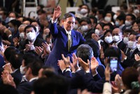 Yoshihide Suga responds to applause from national assembly members after he was elected as the new president of the Liberal Democratic Party at a hotel in Tokyo on Sept. 14, 2020. (Mainichi/Yuki Miyatake)