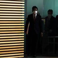 首相官邸に入る安倍晋三首相=東京都千代田区で2020年9月16日午前8時56分、吉田航太撮影