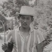 18歳で上京する前の菅義偉氏。釣りが好きだった=高橋藤一さん提供