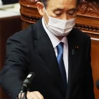 投票する自民党の菅義偉総裁=国会内で2020年9月16日午後1時22分、吉田航太撮影