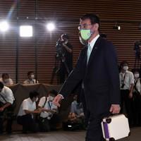 首相官邸に入る行政改革担当相に就任が内定した河野太郎氏=で2020年9月16日午後3時56分、竹内紀臣撮影