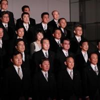 写真撮影に臨む新閣僚ら=首相官邸で2020年9月16日午後10時19分、玉城達郎撮影