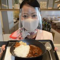 ラウンジで提供されている特製ビーフカレー=成田空港で2020年9月9日午後1時5分、中村宰和撮影