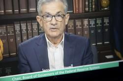 オンラインで講演するFRBのパウエル議長(Bloomberg)