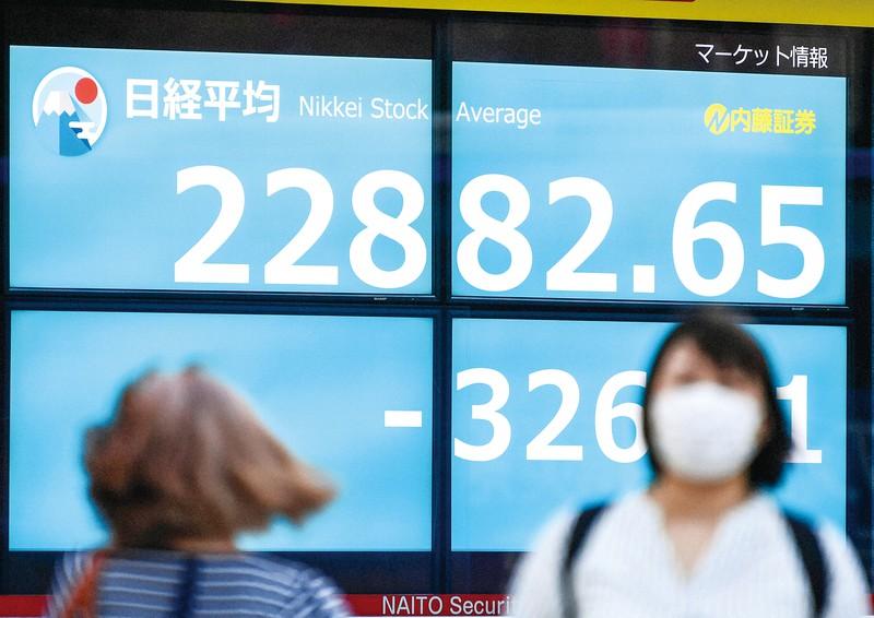 安倍首相の辞任表明で一時的に値下がりしたが、日経平均株価は高い水準を維持している