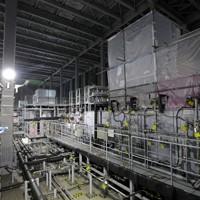 汚染水の処理に使われている多核種除去設備「ALPS」=福島県大熊町で1日、小川昌宏撮影
