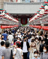 The Nakamise shopping street in front of Sensoji Temple in the Asakusa district of Tokyo's Taito Ward is seen crowded with tourists on the first day of a four-day holiday period on Sept. 19, 2020. (Mainichi/Kentaro Ikushima)