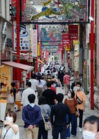 The Chinatown in the city of Nagasaki, in southwestern Japan, is seen crowded with tourists on the first day of a four-day holiday period on Sept. 19, 2020. (Mainichi/In Tanaka)