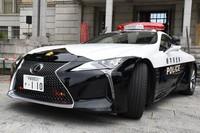 The Lexus LC donated to Tochigi Prefectural Police is seen outside the Tochigi Prefectural Government headquarters in Utsunomiya on Sept. 18, 2020. (Mainichi/Kodai Tama)