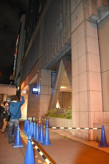 The JR Tower building in Sapporo's Chuo Ward, where parts of its wall in the parking lot section fell onto the sidewalk is shown in this photo taken on Sept. 22, 2020. (Mainichi/Kohei Shinkai)