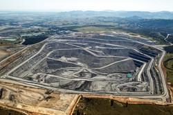 露天掘りで採掘するオーストラリアの石炭鉱山 (Bloomberg)