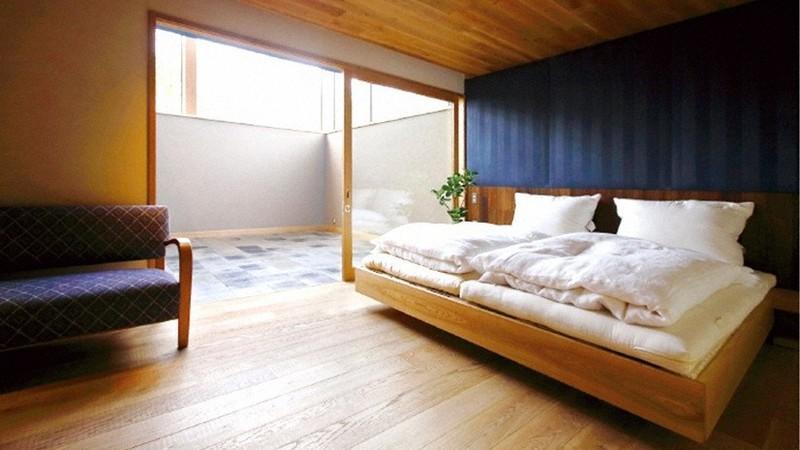 「ひと晩眠れる」半地下のベッドルーム=筆者提供