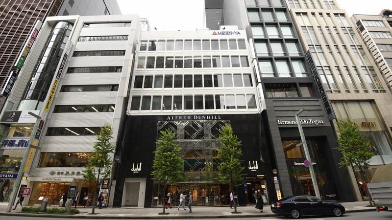 基準地価が15年連続で全国最高となった明治屋銀座ビル(中央)もコロナの影響を受けた=東京都中央区で2020年9月29日、丸山博撮影