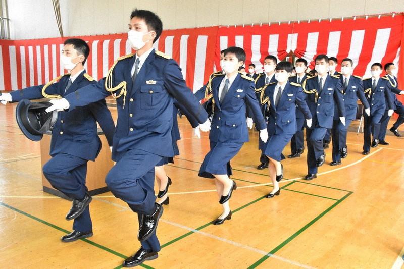 県警察学校で95期生卒業式 保護者ら出席なく /岩手   毎日新聞
