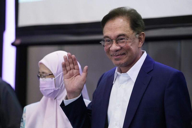 マレーシアで政治混乱、収束見通せず 「裏切り」に多数派工作で対抗 ...