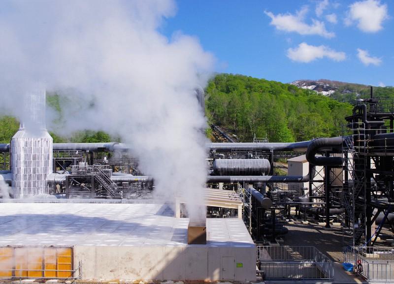 山葵沢地熱発電所=湯沢市で2019年5月17日15時14分、佐藤伸撮影