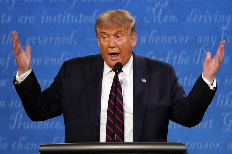 大統領候補討論会で、郵便投票について「これまで見たこともないような詐欺が起こる」と主張したトランプ大統領=米中西部オハイオ州で2020年9月29日、AP