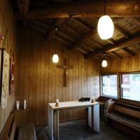 建物奥にある小礼拝堂=札幌市東区で2020年9月24日、貝塚太一撮影