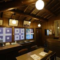 奥にあるベストリーと呼ばれる礼拝準備室=札幌市東区で2020年9月24日、貝塚太一撮影