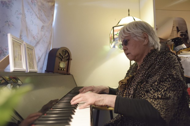 ピアノを弾き始めると、たちまちその場がライブハウスに 撮影=蘆田 剛
